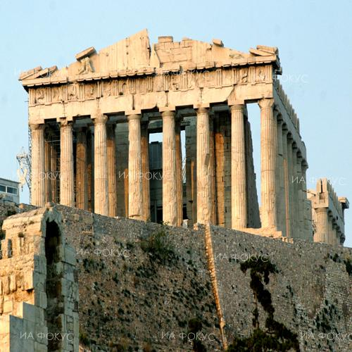 Kathimerini: Acropolis closes early due to heat wave