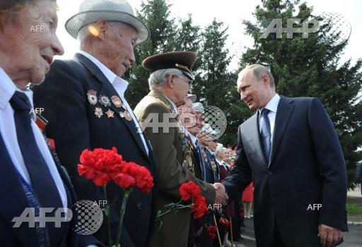 Russian President Vladimir Putin shakes hands with WWII veterans in the city of Chita.