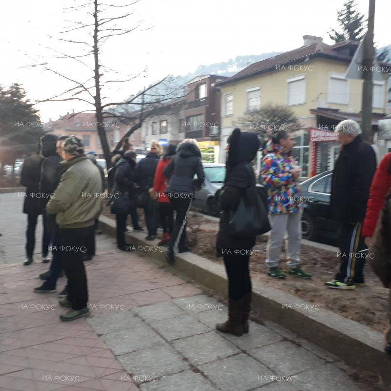 Kyustendil: 30 protest in front of police building after 35-year-old dies in brawl