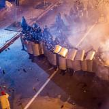 Ukraine protests: Protesters die as riot police fight running battles on streets of Kiev