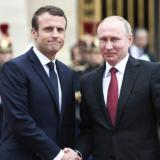 AFP: Macron greets Putin for first face-to-face talks