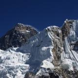 Choppers rescue Everest avalanche victims
