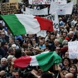 Tens of thousands protest Renzi's job measures in Rome
