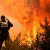 Firefighter dies as thousands battle California wildfires