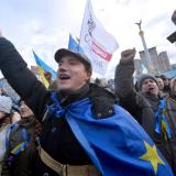 Ukraine protesters, police locked in tense standoff