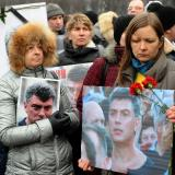 Thousands pay last respects to slain Putin critic