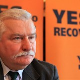 David Cameron acting shortsightedly over immigration, says Lech Walesa: The Guardian