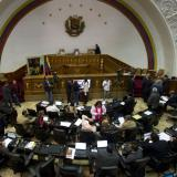 Venezuela lawmakers vote to sack food minister for shortages