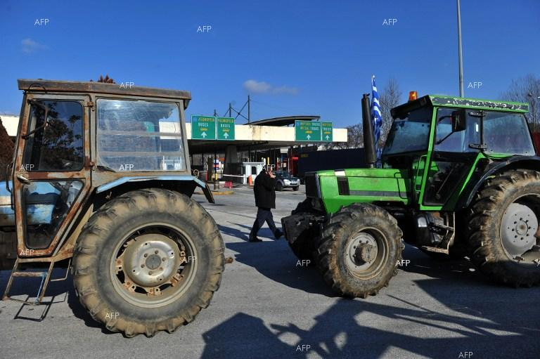 Kathimerini: Protesting farmers await response from gov't to demand for dialogue