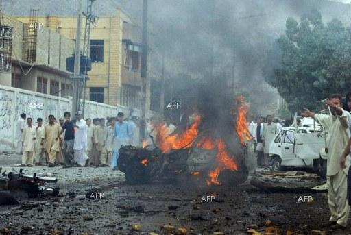 One dead, 400 injured in Pakistan protest clashes