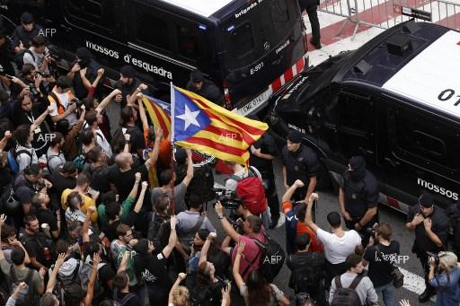 The price to pay for the political paralysis in Catalonia