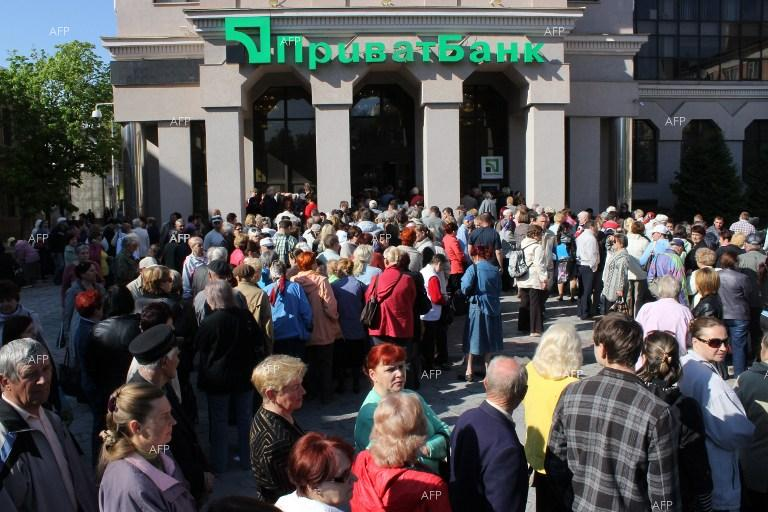 Huge queue in front of Ukrainian PrivatBank in Simferopol.
