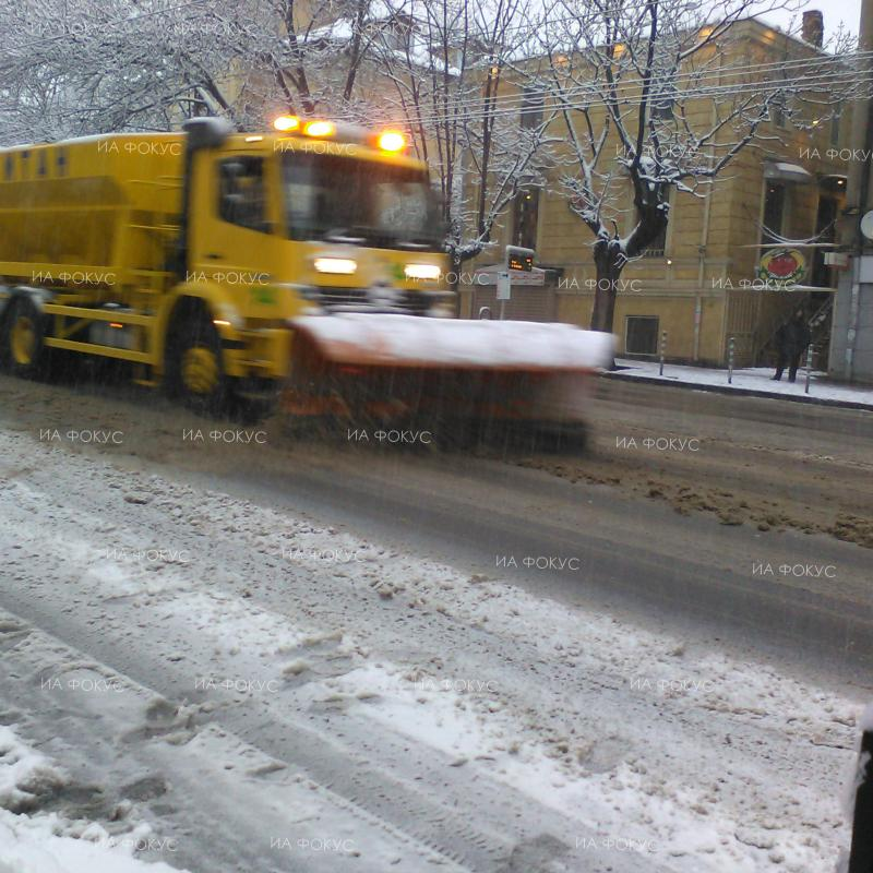 Road Agency: Over 350 snow clearing machines working on roads, drivers should beware glaze ice