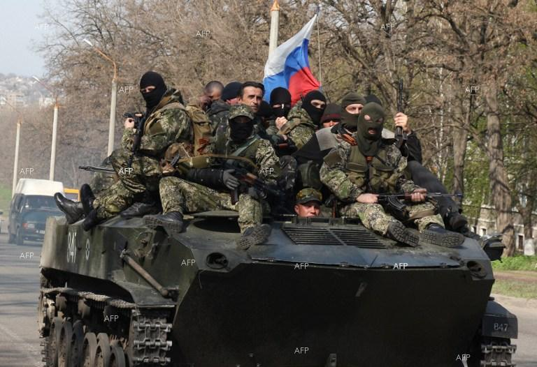 Armoured vehicles with Russian flag leave Kramatorsk, heading for Slavyansk.