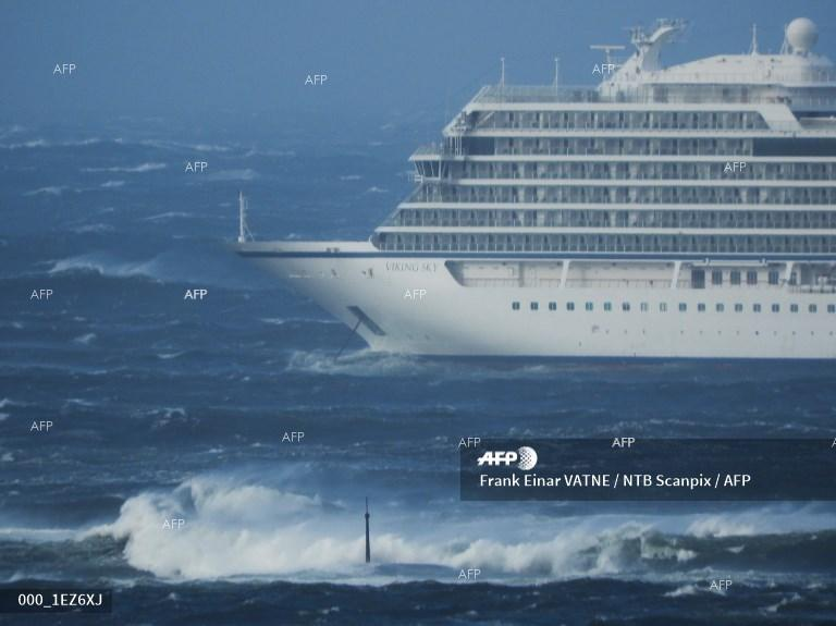 AFP: Norway rescuers airlift passengers off cruise ship in storm