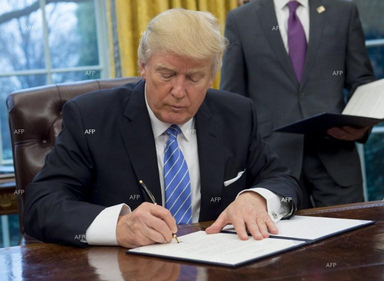 Trump Signs Orders Reviving Pipeline Projects