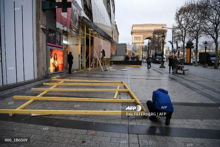 Paris waking up after a night of protests. December 9, 2018;
