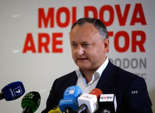 IPN: Liberals start to collect signatures for dismissal of Igor Dodon