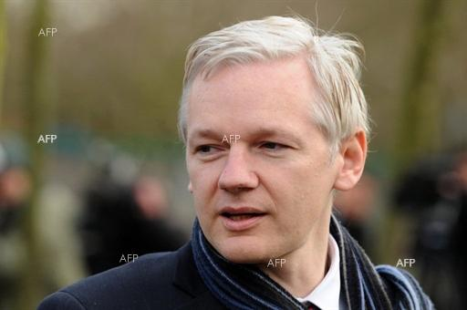 The Guardian: Judge refuses to withdraw Julian Assange arrest warrant