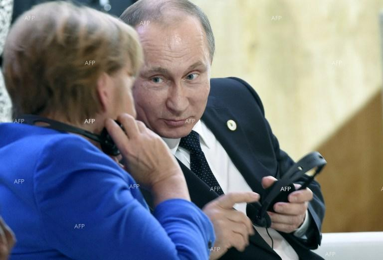 Angela Merkel and Vladimir Putin at cimate conference in Paris.