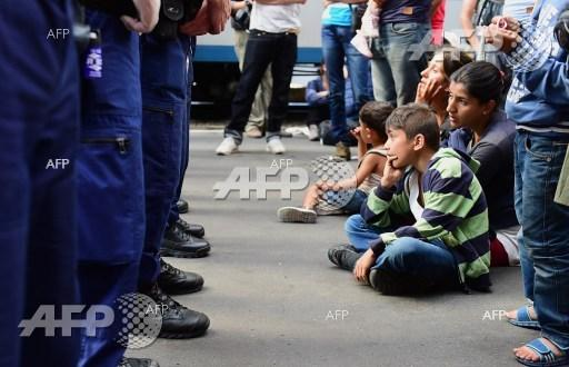 Hungarian police expel migrants from the Central Railway Station in Budapest