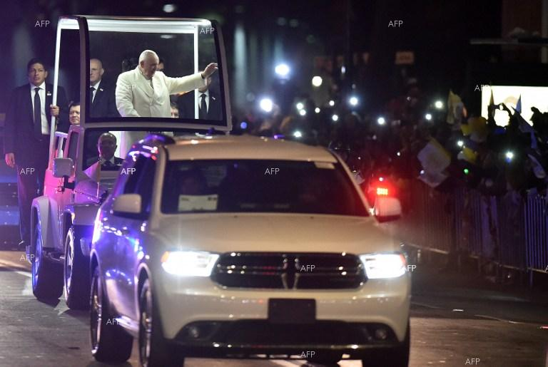 Thousands welcome Pope Francis in Mexuco.