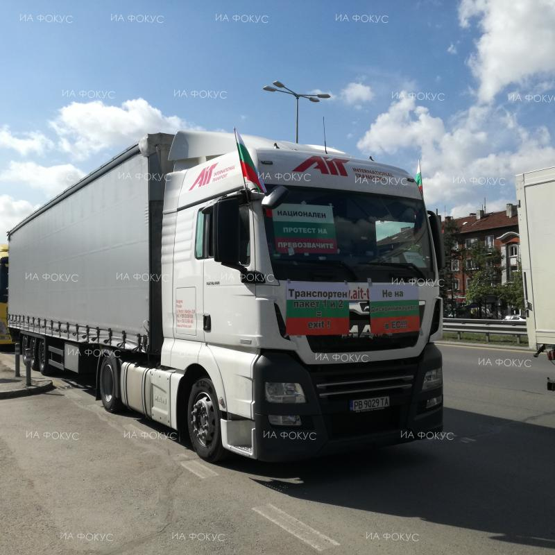 """Sofia: Bulgarian hauliers protesting against EU """"mobility package"""""""
