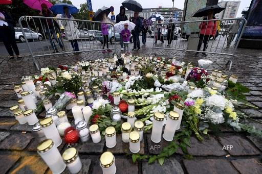 Lighted candles in memory of the victims of the knife attack in the Finnish town of Turku, August 19, 2017;