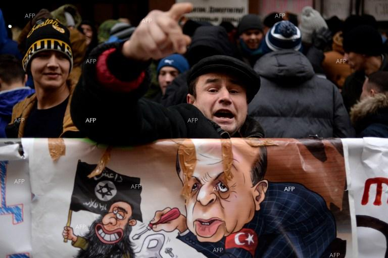 Demonstrators in front of the Turkish embassy in Moscow.