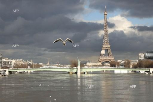 Rising Seine waters flood Paris