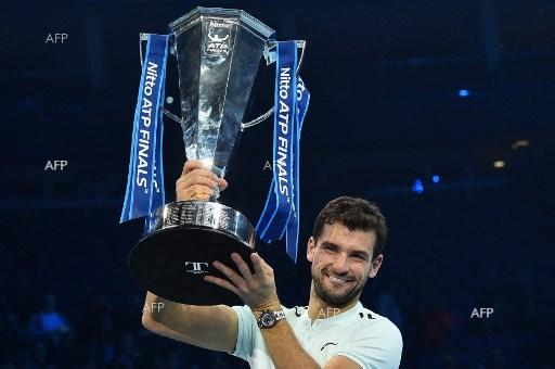 Grigor Dimitrov with the trophy after the victory in London. November 20, 2017;