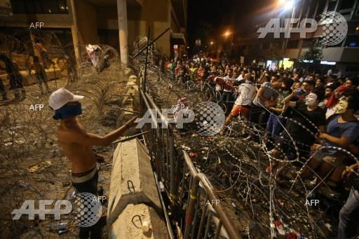 The police in Beirut pushed back protesters after part of them attempted to storm the government palace.