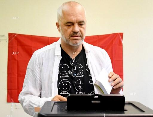 Abania Prime Minister Edi Rama votes at early partiamentary elections - June 25, 2017.