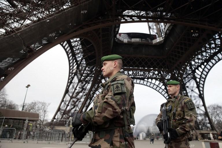 AFP: Pro-IS note found near Paris gunman