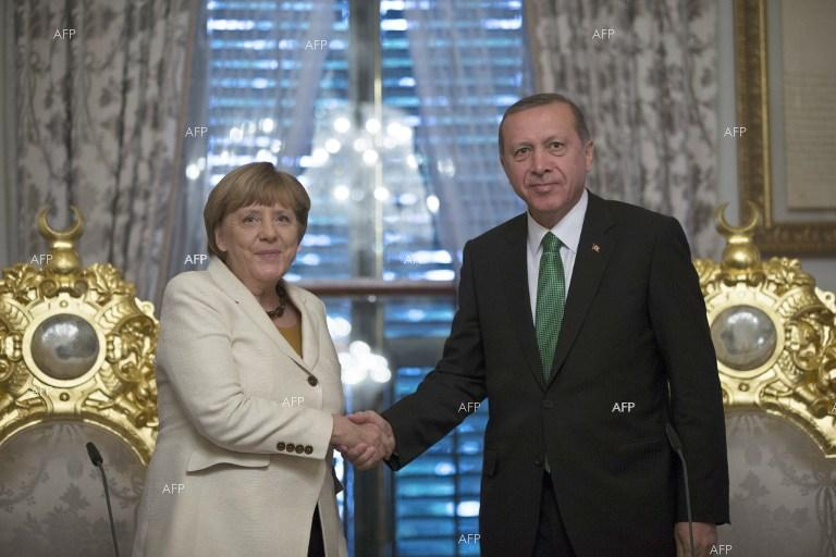 AA: Recep Erdogan and Angela Merkel discuss Syria over phone