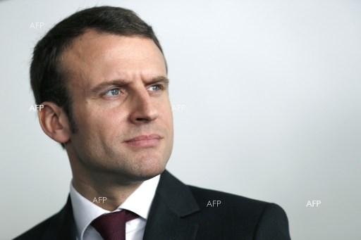 AFP: Macron wants Iran to sell oil, urges dialogue