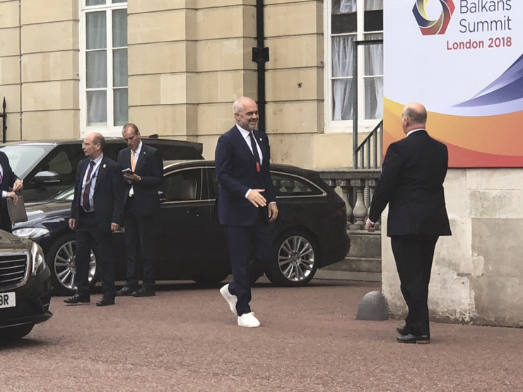 Albanian Prime Minister Edi Rama grabbed the attention in London with his extravagant look. July 10, 2018;