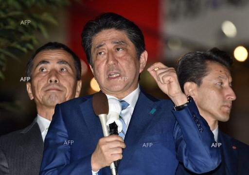 Japan PM Abe's support rate falls to 39 percent amid scandal doubts