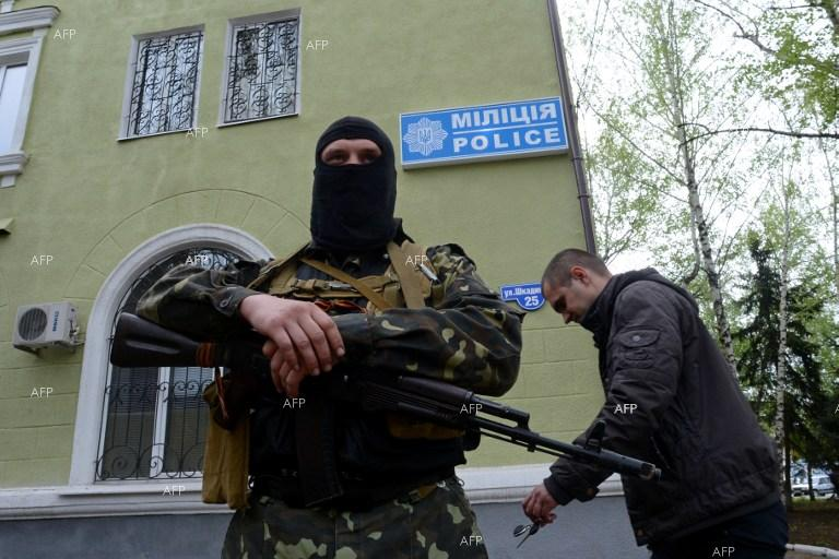Police department in Ukraine's Kramatorsk occupied by supporters of Ukrainian federalization