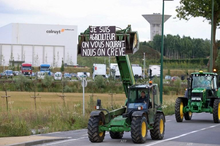 Belgian farmers block roads to protest against low purchase prices of production.
