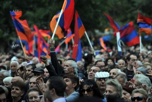 AFP: Armenian protest leader says only ready to discuss PM's 'departure'