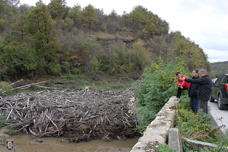Veliko Tarnovo. Critical areas which faced a potential risk of rivers overflowing were inspected.