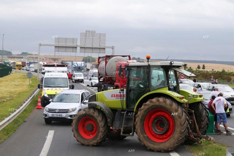French farmers block imports from Spain and Germany.