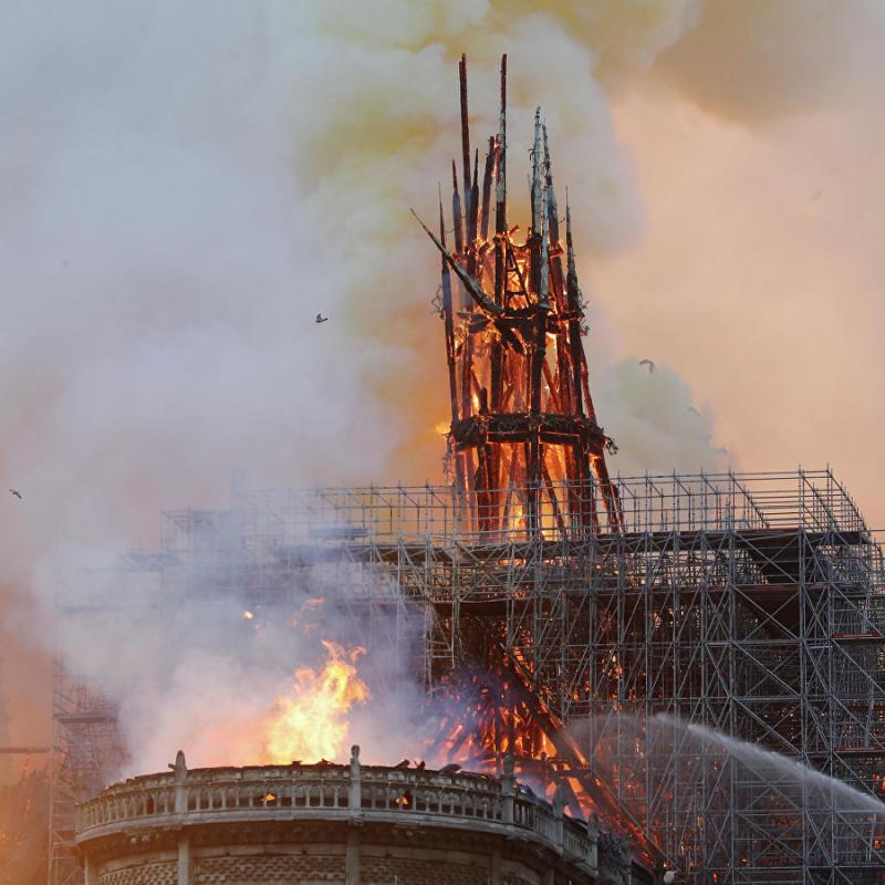 AFP: Notre-Dame fire extinguished: Paris fire service