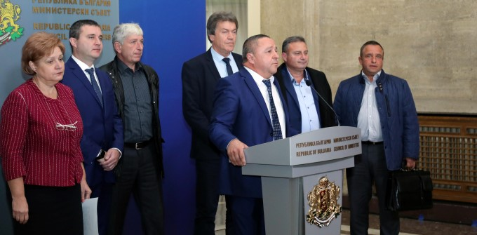 The mayors of the small settlements happy with negotiations with the Prime Minister Boyko Borisov leave the protests