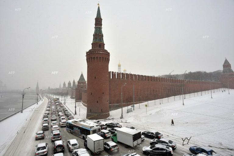 Heavy snowfall causes long traffic jams in Moscow.