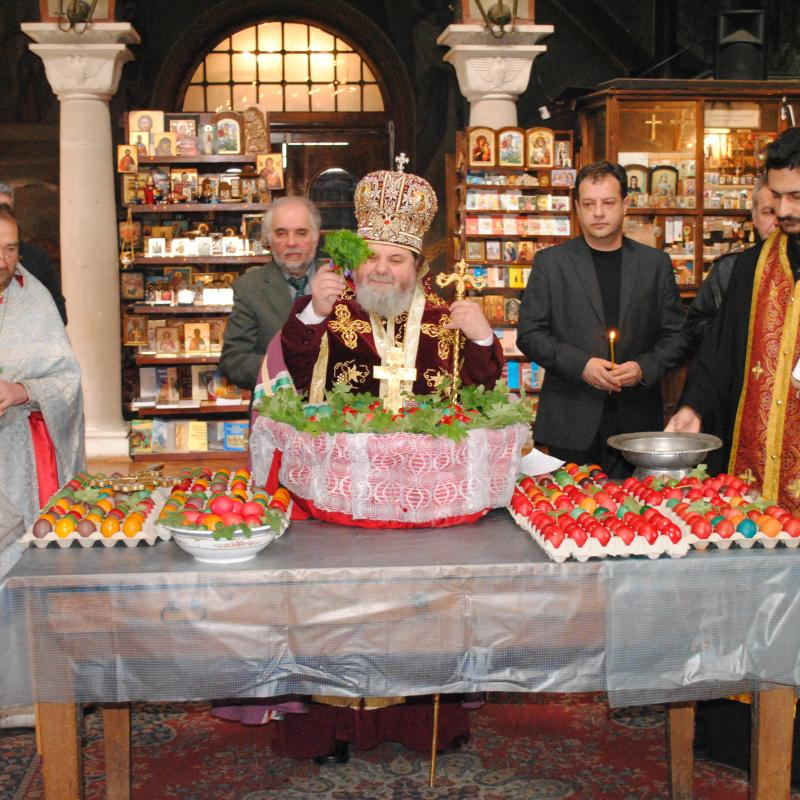 Mayor of Veliko Tarnovo Daniel Panov attends santifying of Easter eggs.