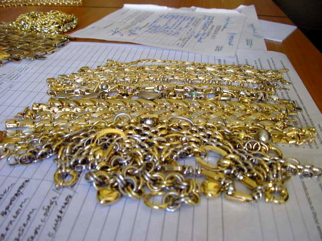 Smuggled gold jewelry worth over BGN 45,000 found during car inspection at Kapitan Andreevo Customs Post