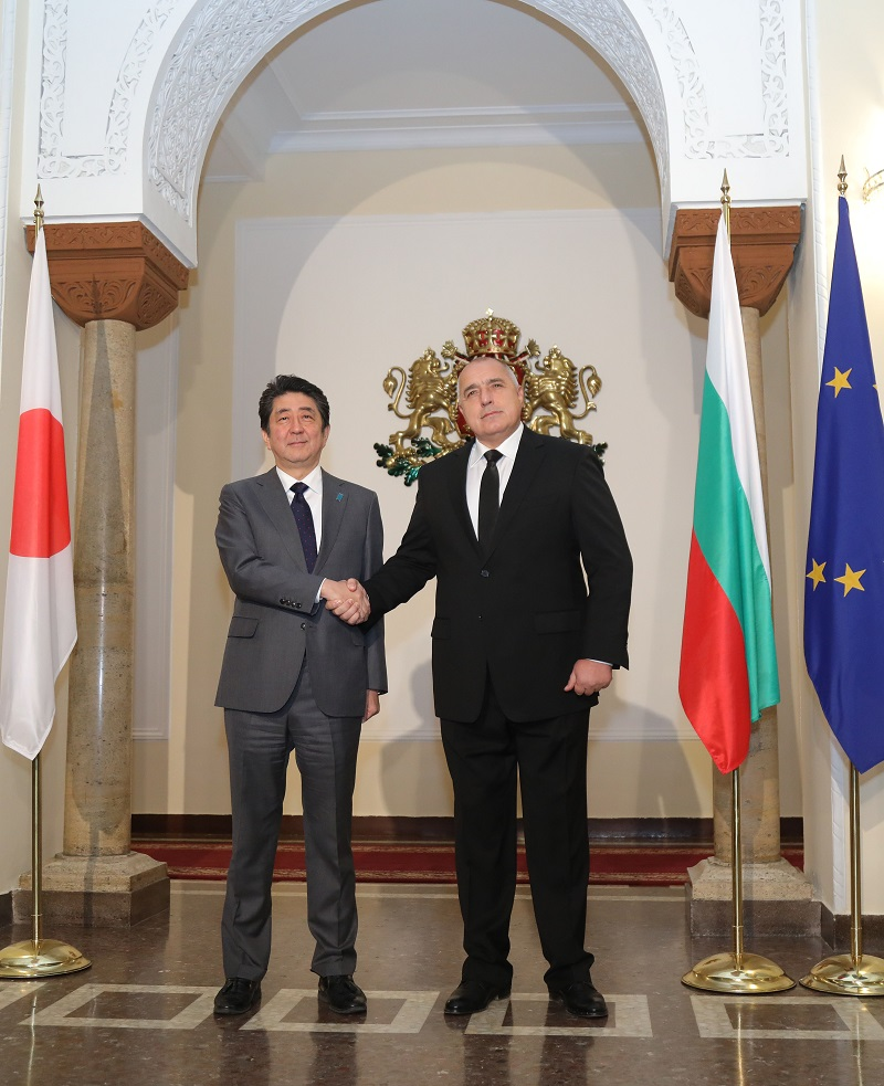 Abe kicks off six-nation European tour in Estonia
