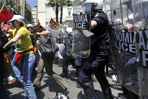 Protothema: Tension & tear-gas during the rally in Athens